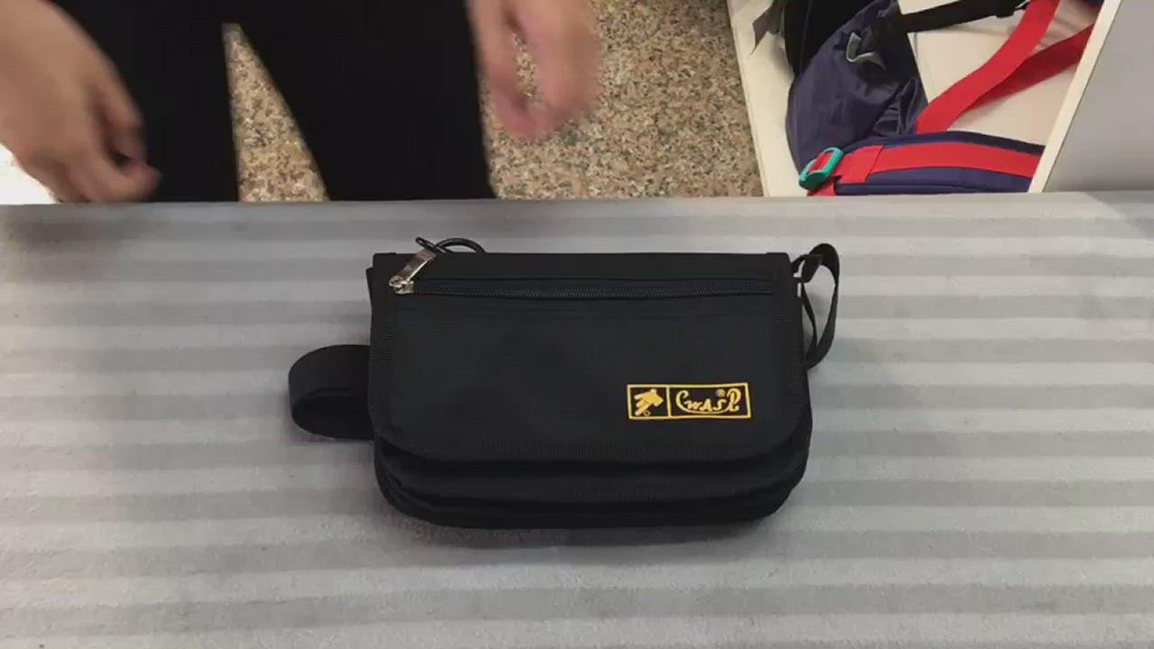 WAIPU 台灣製造輕量防潑水側背包防盜多層 可當腰包 6層設計可分類各幣別720R product video thumbnail