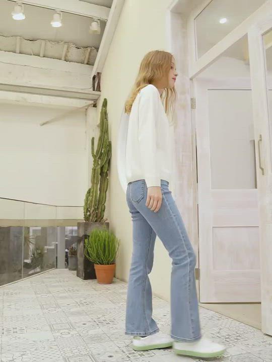 SEMIR森馬-復古水洗顯瘦網紅喇叭褲-女 product video thumbnail