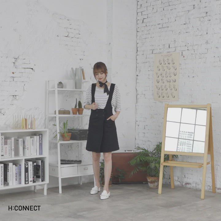 H:CONNECT 韓國品牌 女裝-排釦設計吊帶洋裝-黑 product video thumbnail