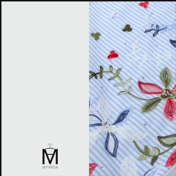 MYVEGA麥雪爾 MA純棉刺繡花卉落肩上衣-水藍 product video thumbnail