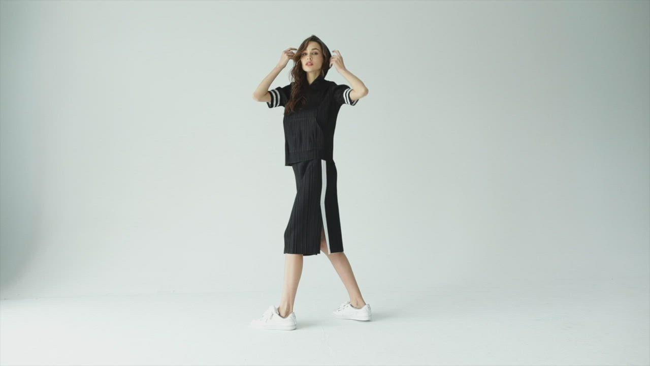 MYVEGA麥雪爾 MA三宅風壓摺素面套裝-上衣-黑色 product video thumbnail