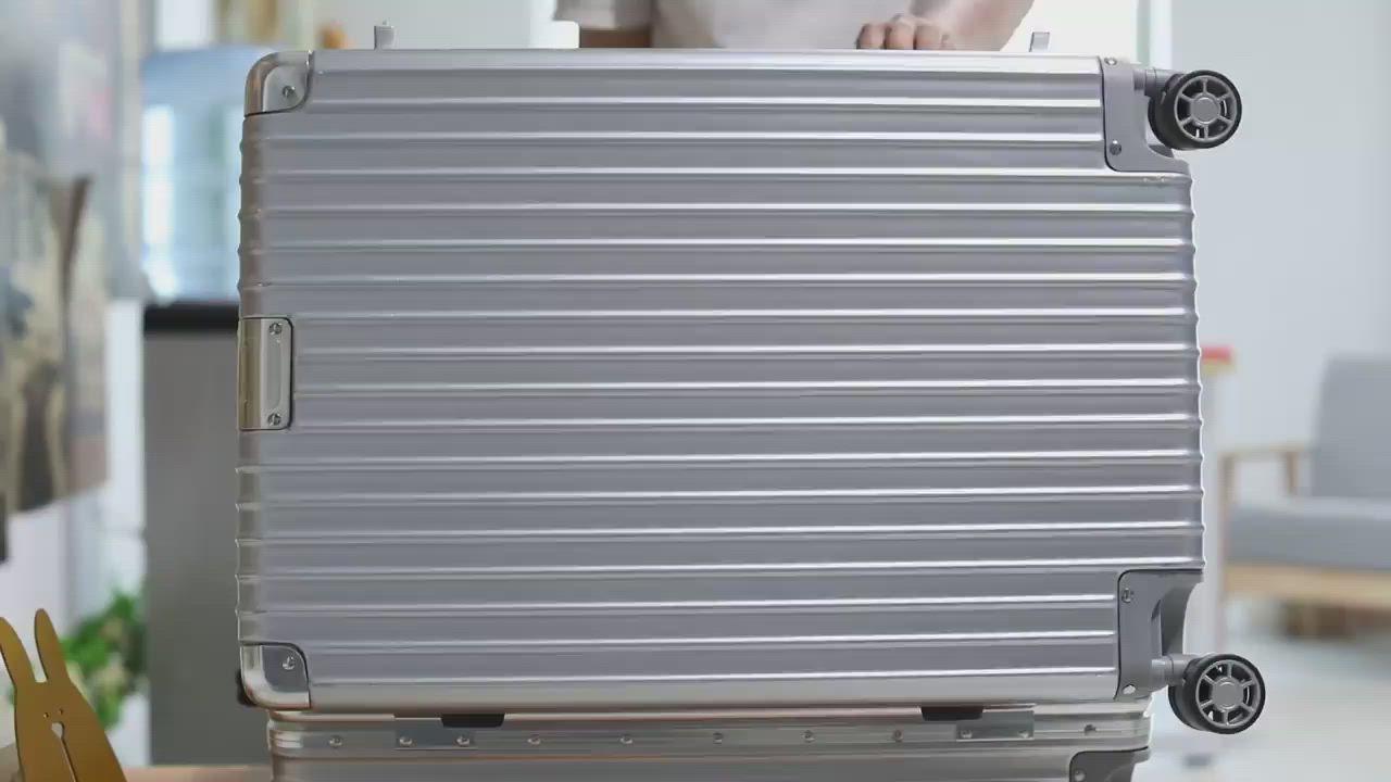 《箱旅世界》26吋 復古鋁框防刮行李箱、懷舊 登機箱 旅行箱 復古行李箱 product video thumbnail